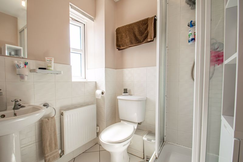 3 bed house for sale in Robins Lane  - Property Image 7