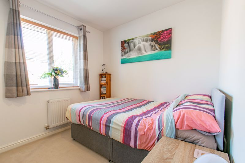 3 bed house for sale in Robins Lane  - Property Image 8