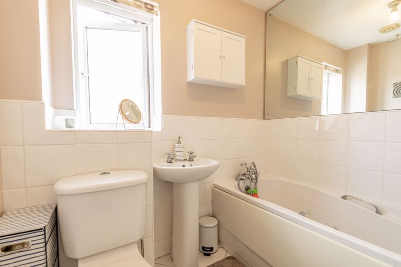3 bed house for sale in Robins Lane  - Property Image 10