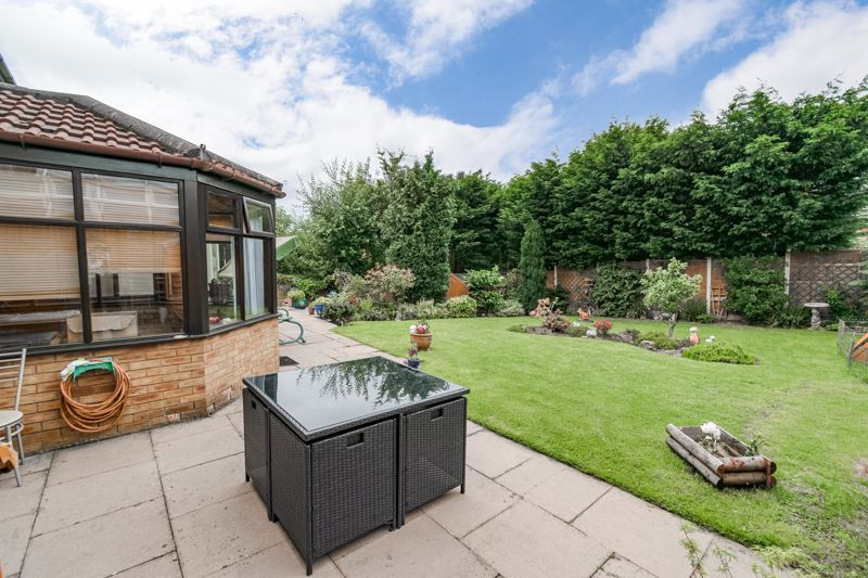 6 bed house for sale in Field Close 13