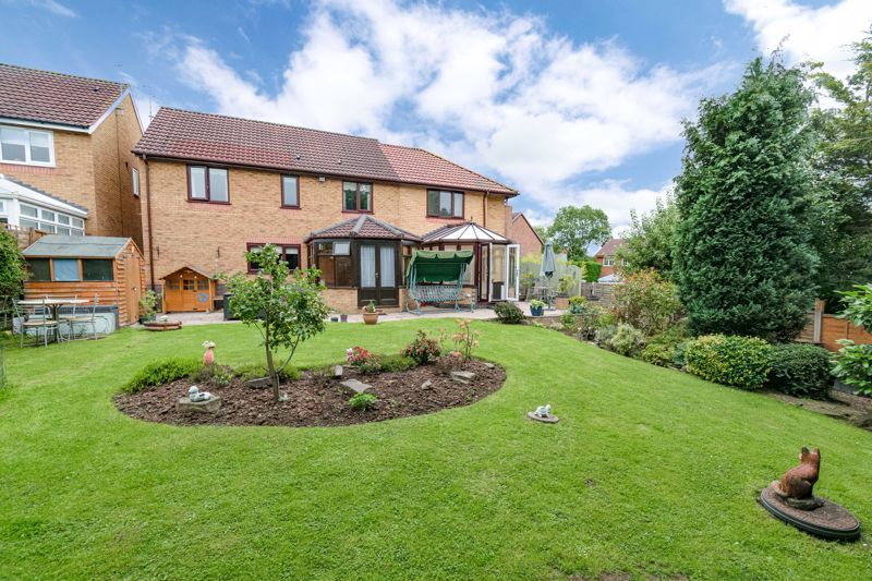 6 bed house for sale in Field Close 14