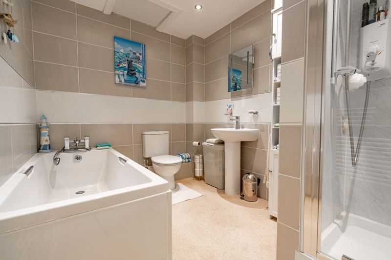 6 bed house for sale in Field Close  - Property Image 20