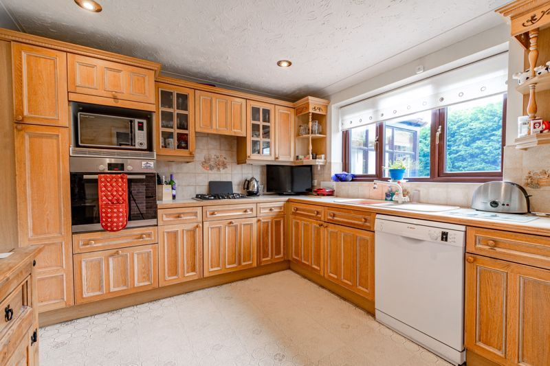 6 bed house for sale in Field Close 4