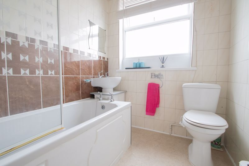 3 bed house for sale in Newfield Lane 11