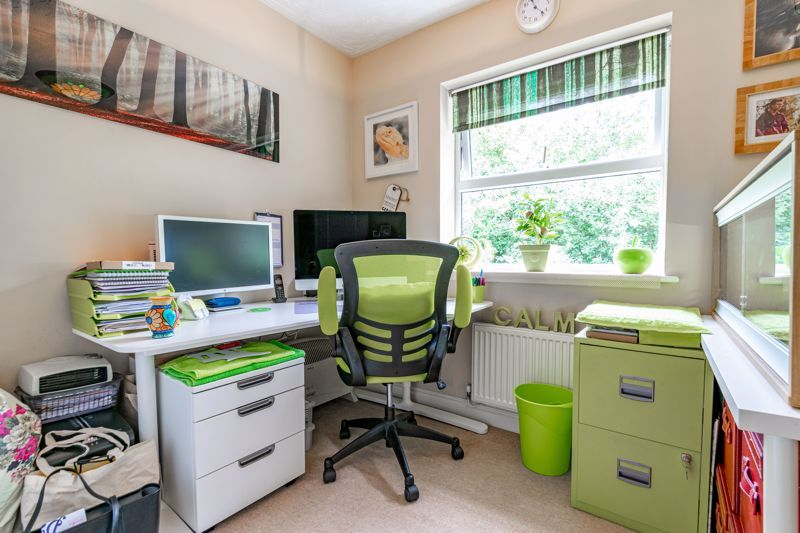 4 bed house for sale in Moorcroft Gardens  - Property Image 11