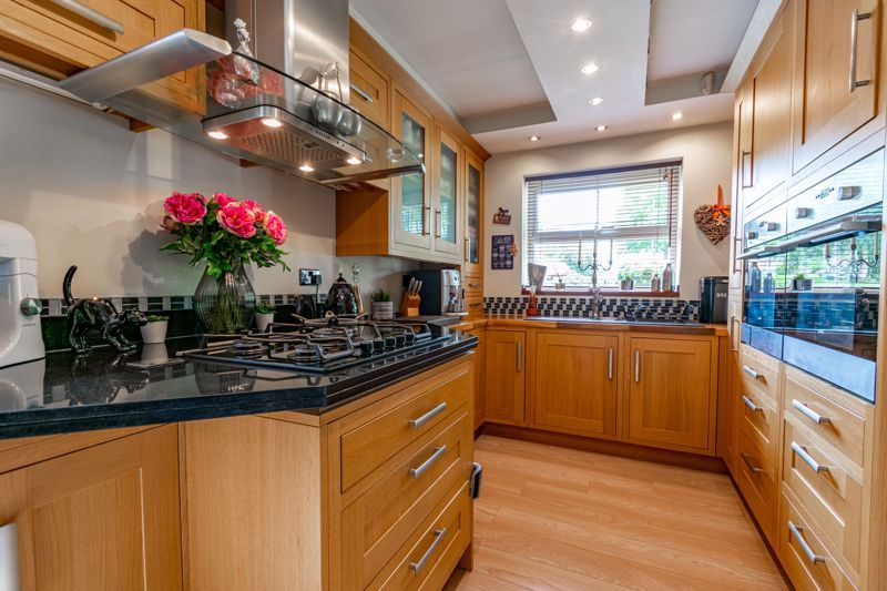 4 bed house for sale in Moorcroft Gardens 4