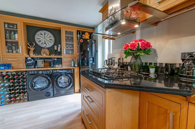 4 bed house for sale in Moorcroft Gardens  - Property Image 5