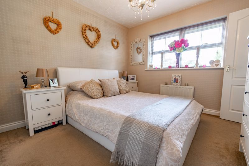 4 bed house for sale in Moorcroft Gardens  - Property Image 7