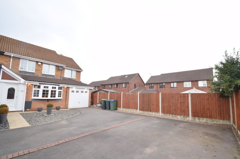 3 bed house to rent in Jenny Close 1