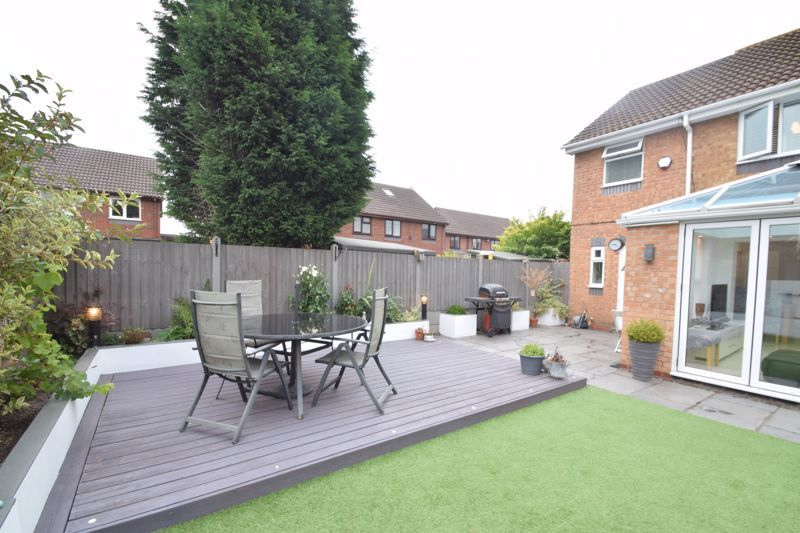 3 bed house to rent in Jenny Close 18