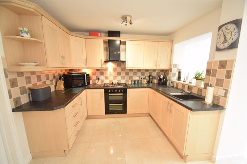3 bed house to rent in Jenny Close 8