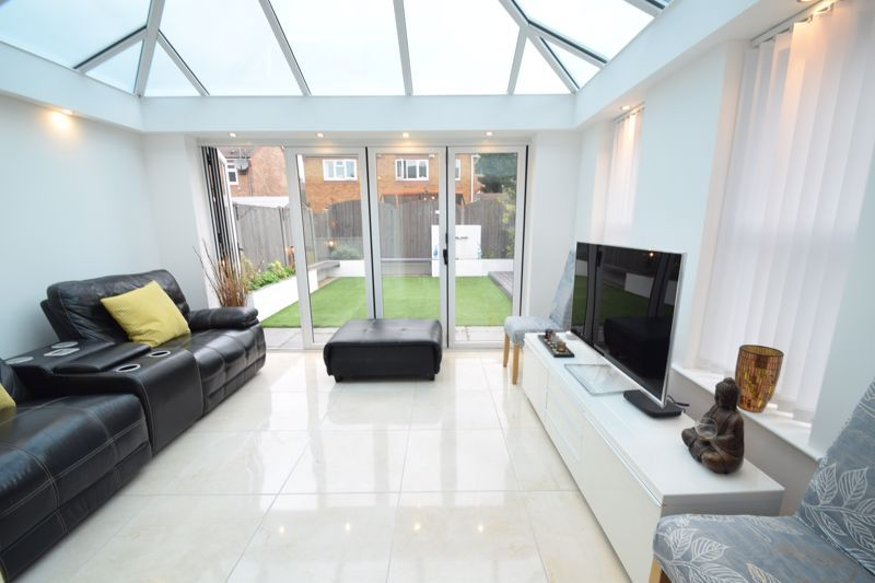 3 bed house to rent in Jenny Close 10