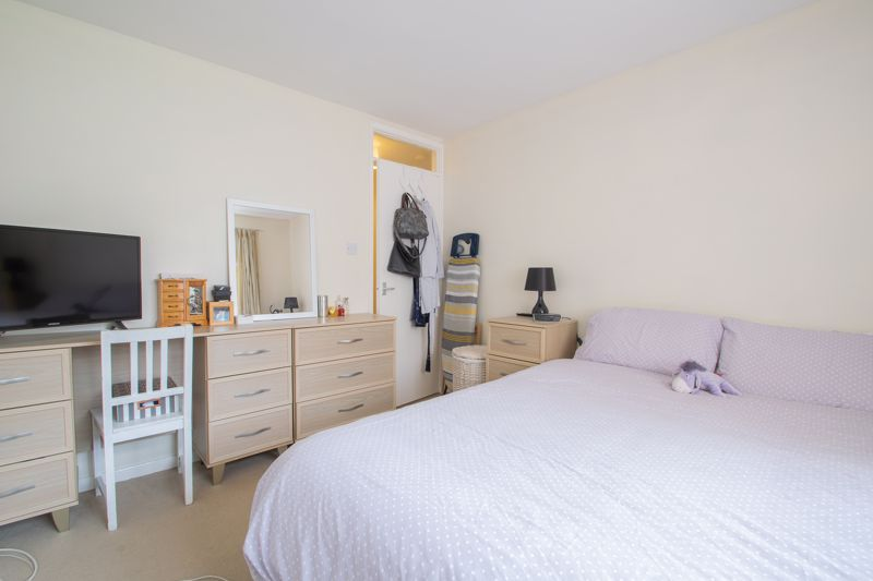 1 bed flat for sale in New Pool Road 8