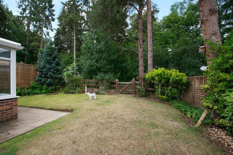 2 bed bungalow for sale in Lords Lane 13
