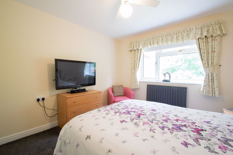 2 bed bungalow for sale in Lords Lane 18