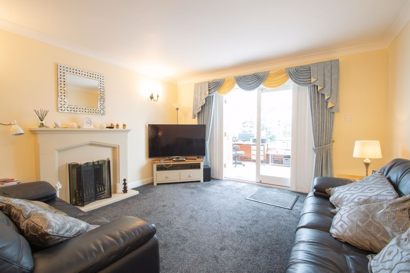 2 bed bungalow for sale in Lords Lane 3