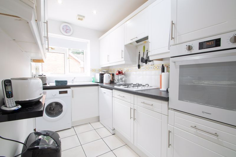 2 bed bungalow for sale in Lords Lane 5