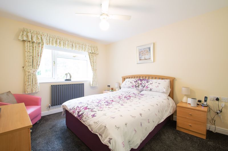 2 bed bungalow for sale in Lords Lane 7