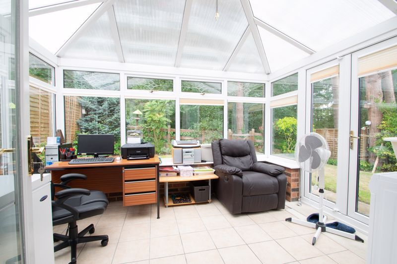 2 bed bungalow for sale in Lords Lane 9