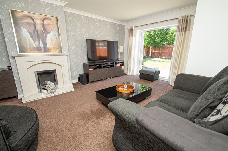 4 bed house for sale in Hagley Road 2