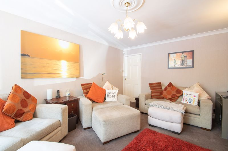 4 bed house for sale in Broadway Avenue  - Property Image 2