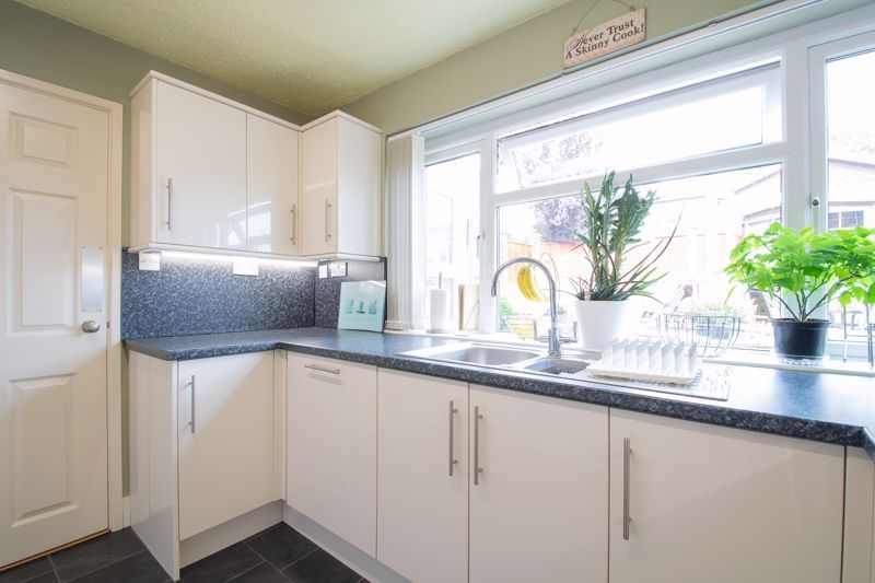 4 bed house for sale in Broadway Avenue  - Property Image 15