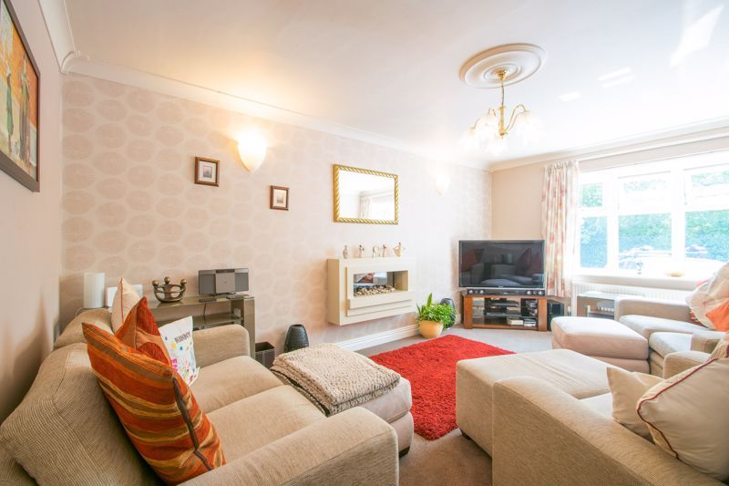 4 bed house for sale in Broadway Avenue  - Property Image 3