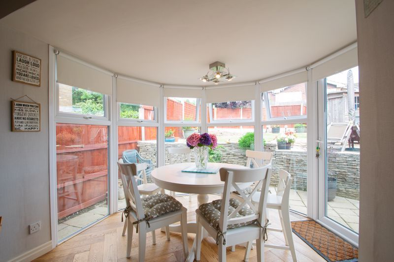 4 bed house for sale in Broadway Avenue  - Property Image 4