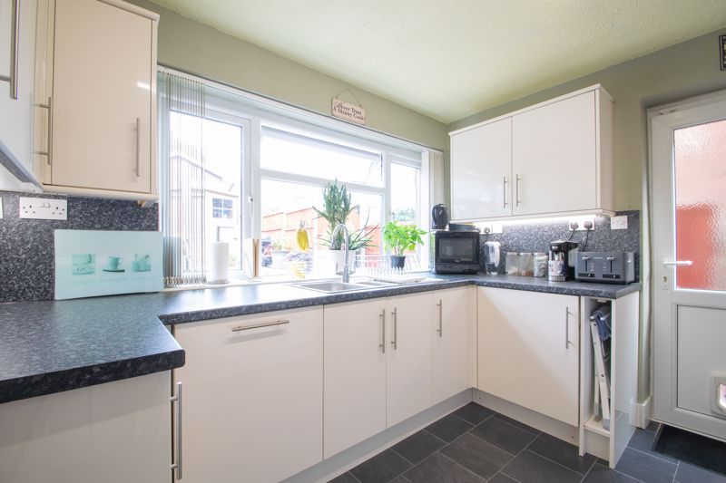4 bed house for sale in Broadway Avenue  - Property Image 5