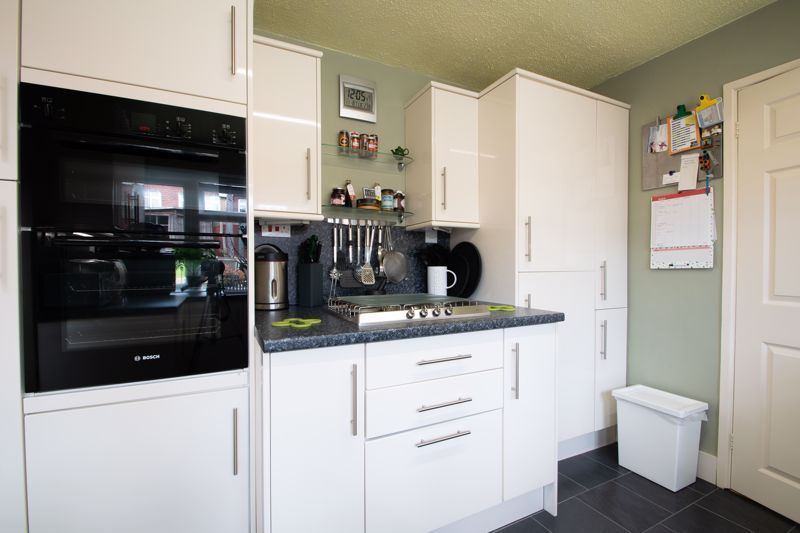 4 bed house for sale in Broadway Avenue 6