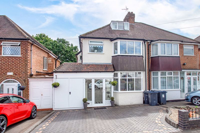3 bed house for sale in West Park Avenue 1