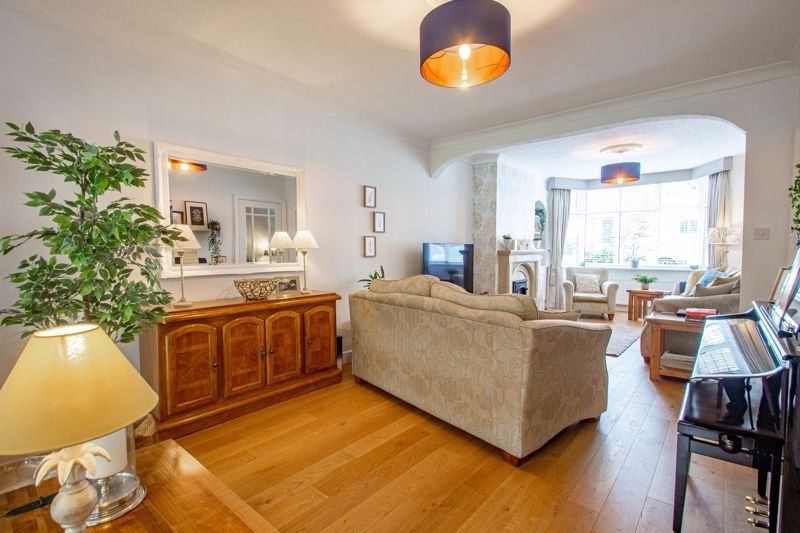 3 bed house for sale in West Park Avenue 16