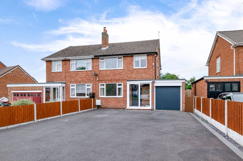 3 bed house for sale in Green Lane 1