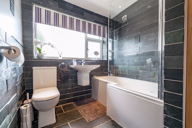 3 bed house for sale in Green Lane 11