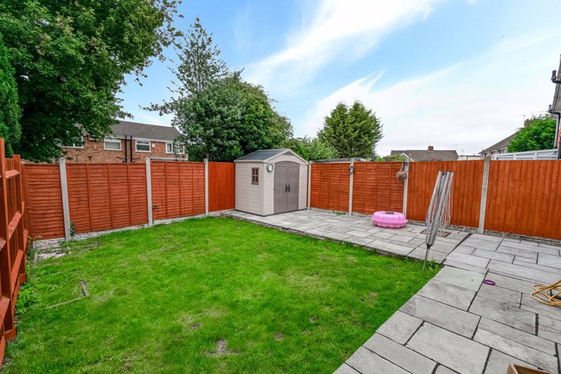 3 bed house for sale in Green Lane 12