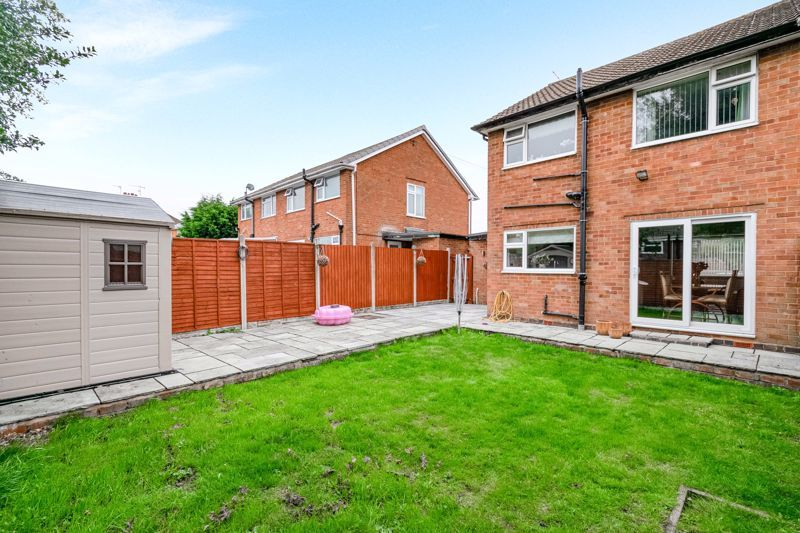 3 bed house for sale in Green Lane 13