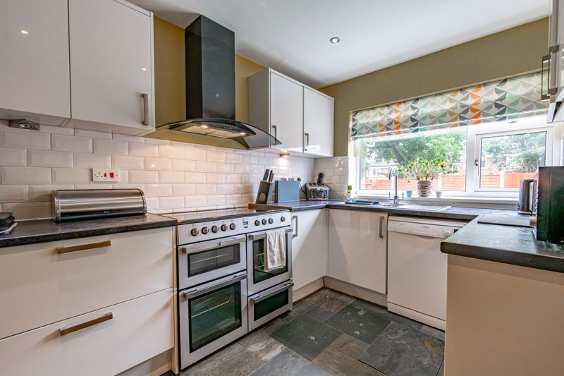 3 bed house for sale in Green Lane 5