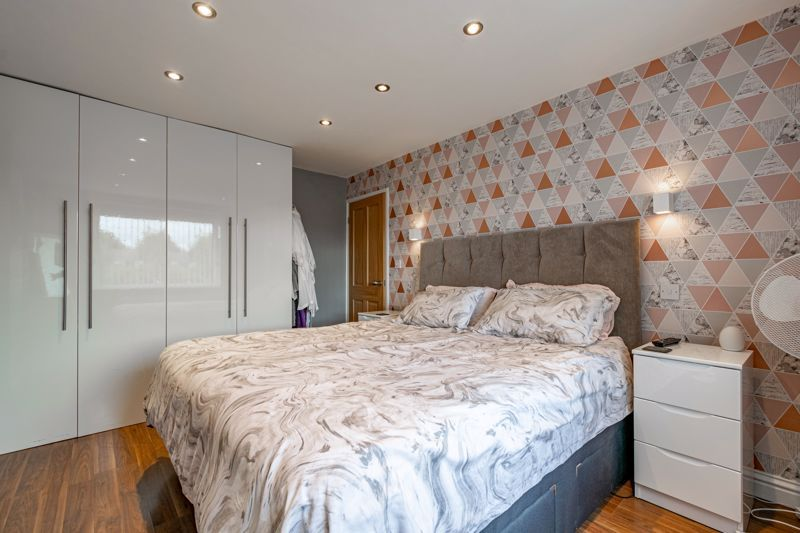 3 bed house for sale in Green Lane 7