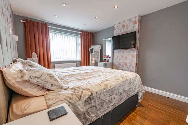 3 bed house for sale in Green Lane 8