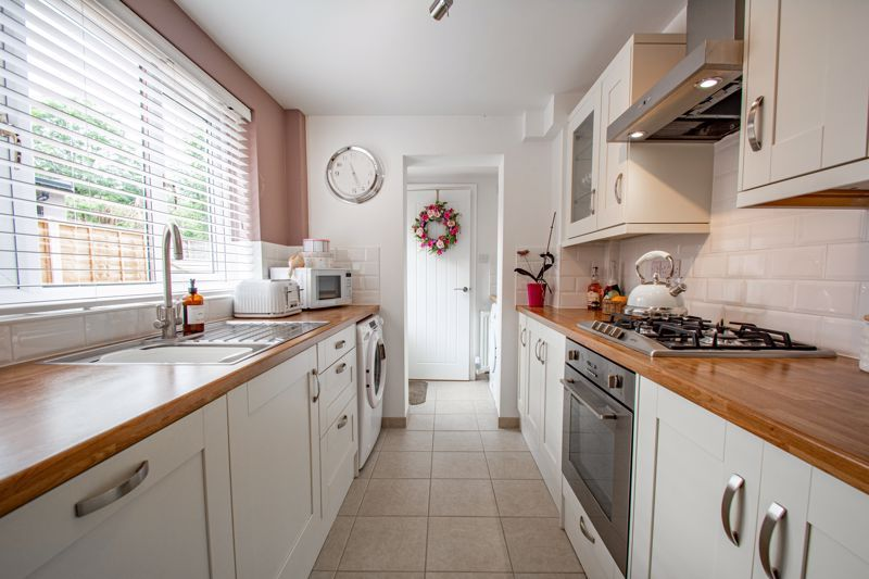 2 bed house for sale in Brook Road 6