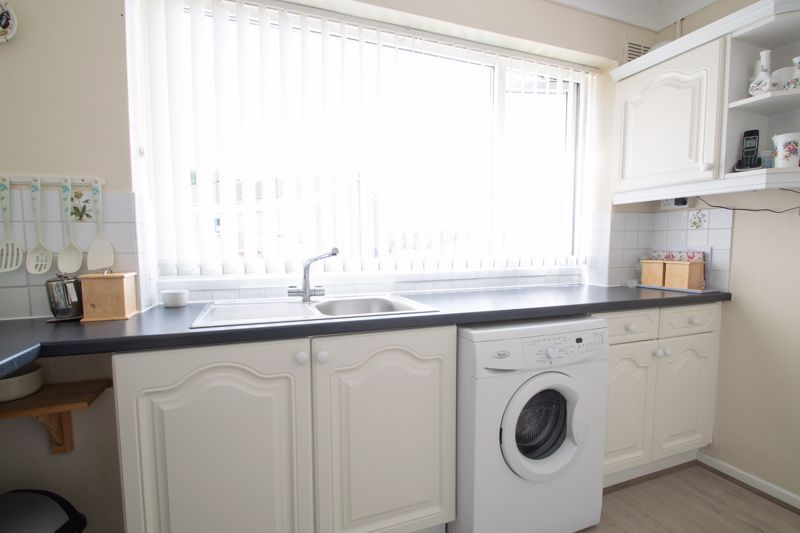 2 bed flat for sale in Abberton Close 6