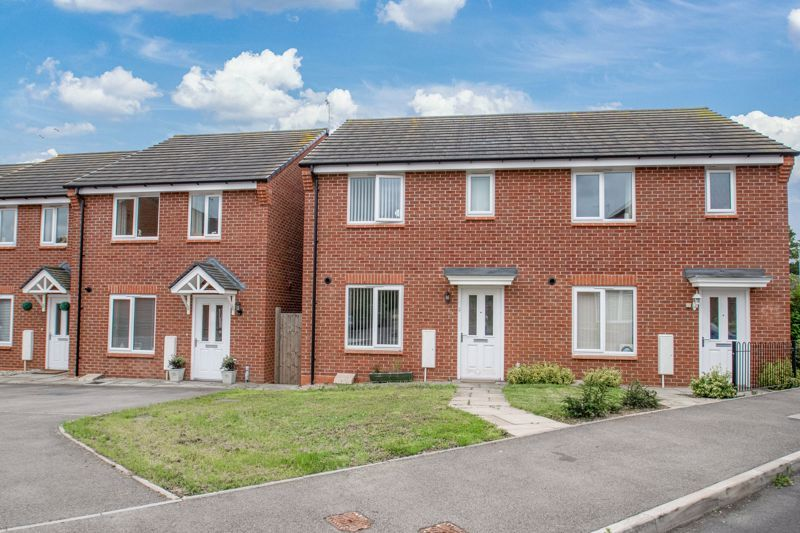 3 bed house for sale in Hadlow Close - Property Image 1