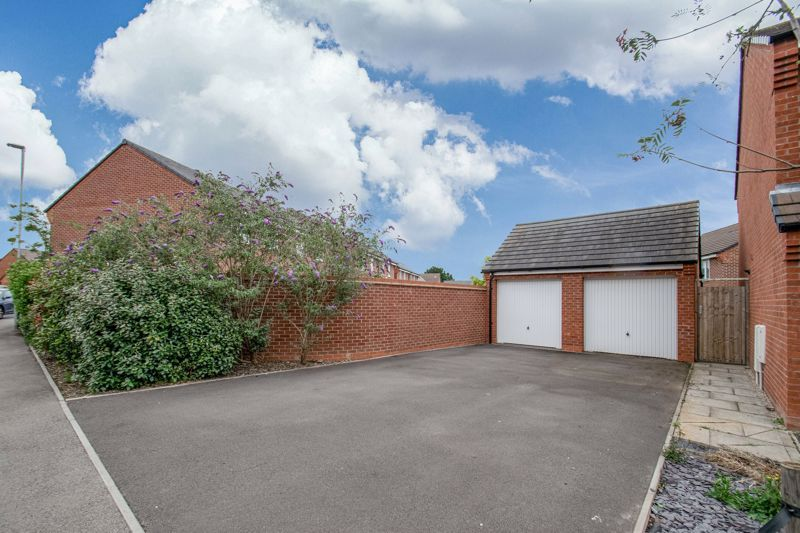 3 bed house for sale in Hadlow Close 2