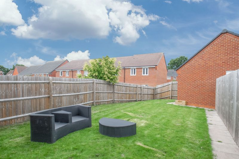 3 bed house for sale in Hadlow Close 13