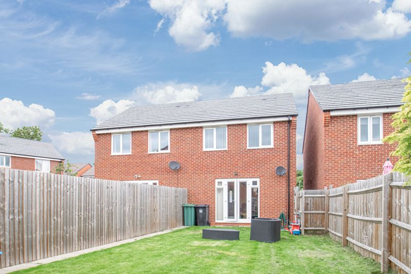 3 bed house for sale in Hadlow Close 14