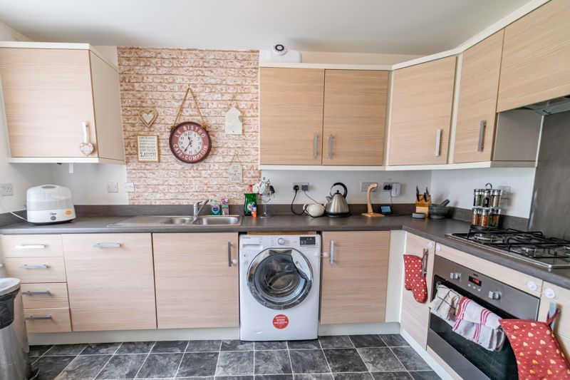 3 bed house for sale in Hadlow Close 3