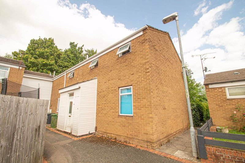 3 bed house for sale in Eathorpe Close - Property Image 1