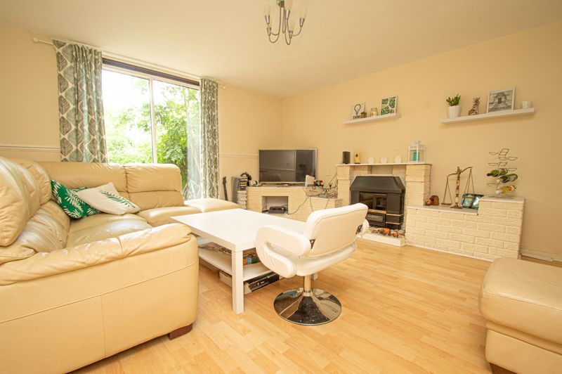 3 bed house for sale in Eathorpe Close  - Property Image 2