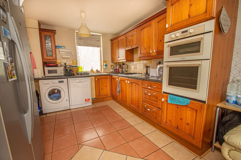 3 bed house for sale in Eathorpe Close 5