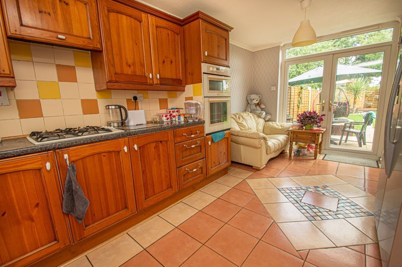 3 bed house for sale in Eathorpe Close 6